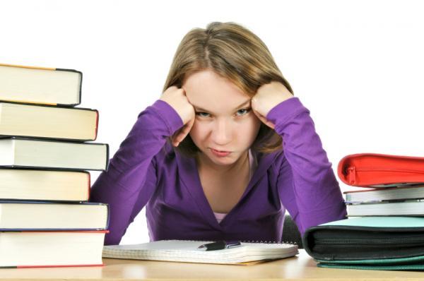 1439380372_procrastinating-girl